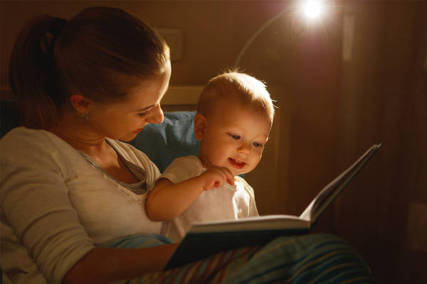 leggere ai bambini piccoli benefici