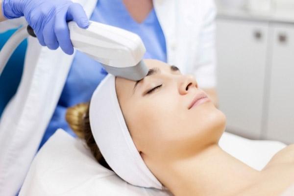 trattamenti clinici per la cura della pelle del viso o del corpo