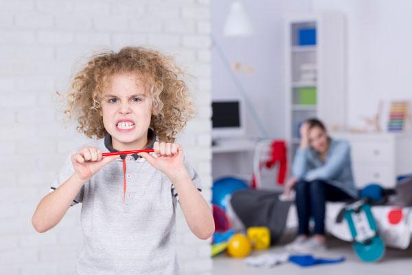 bambino irascibile e dispettoso